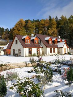 Perfect self catering for all seasons Catering, Cabin, Seasons, Mansions, House Styles, Christmas, Home Decor, Xmas, Catering Business