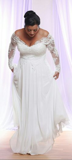 Perfect plus size wedding dress with long lace sleeves! Flowy and classy. Tara. Studio Levana.