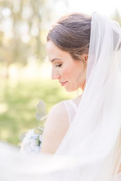 Wedding at Everal Barn in Westerville, Ohio Bridal Portrait Inspiration, Bride with Wedding Veil Headpiece Wedding, Wedding Veils, Wedding Poses, 1920s Wedding, 1920s Party, Wedding Ideas, Wedding Photoshoot, Photoshoot Ideas, Wedding Bride