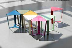 simpatico #tavolino a forma triangolare che può' essere accostato by memedesign.it