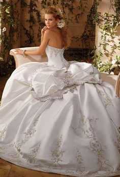1975 Eve of Milady bridal gowns | Eve of Milady - 1434 | Wedding Dresses Photos | Brides.com