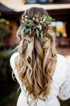 Wedding Hair Down Boho Barn Wedding // Bryant Mariyah - If you believe in love at first sight then this is the wedding for you! A gorgeous, rustic barn wedding with lots of homespun makes for inspiration. The bride also has the best advice we have ever … Wedding Braids, Boho Wedding Hair, Wedding Hair Down, Wedding Hair Flowers, Wedding Hair And Makeup, Flowers In Hair, Hair Makeup, Fall Flowers, Dream Wedding