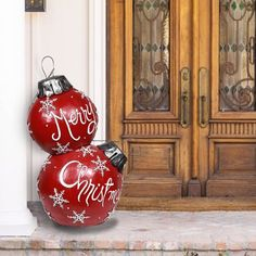 Large Outdoor Christmas Ornaments, Christmas Porch, Christmas Balls, Red Christmas, Christmas Hallway, Ball Ornaments, Xmas Decorations, Best Outdoor Christmas Decorations, Hallway Decorations