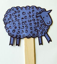 Make Fun Sheep Puppets - Art Project for Where is the Green Sheep Here is a fun art project to do with preschoolers that goes along with reading Where is the Green Sheep? by Mem Fox. Craft Activities For Kids, Book Activities, Cool Art Projects, Projects To Try, Sheep Crafts, Farm Theme, Birthday Parties, Birthday Ideas, Art Auction