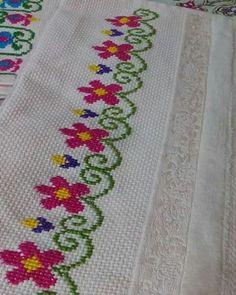 The most beautiful cross-stitch pattern - Knitting, Crochet Love Cross Stitch Borders, Cross Stitch Alphabet, Simple Cross Stitch, Cross Stitch Flowers, Cross Stitch Designs, Cross Stitching, Cross Stitch Embroidery, Hand Embroidery, Cross Stitch Patterns