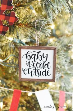 christmas signs This DIY tutorial for how to make mini farmhouse sign Christmas ornaments with the Cricut Maker will add a rustic feel to your Christmas tree. Diy Holiday Gifts, Christmas Gifts For Mom, Christmas Wood, Christmas Signs, Diy Christmas Ornaments, Christmas Projects, Handmade Christmas, Christmas Decorations, Ornaments Ideas