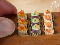Miniature Halloween Food - A delicate French genoise gateau for one, decorated with a candy pumpkin and orange sprinkles. Please keep in mind Mini Tortillas, Mini Desserts, Just Desserts, Diy Dollhouse, Dollhouse Miniatures, Candy Pumpkin, Rement, Small Meals, Fake Food