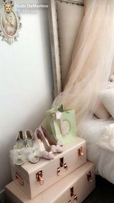 New Room Decor Vintage Girly Wall Colors Ideas Vintage Room, Style Vintage, Bedroom Inspo, Bedroom Decor, Deco Rose, Chic Wallpaper, Girly, Princess Room, Princess Diana