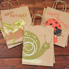 From Invites to Favors: How to Throw an Eco-Friendly Birthday Party – Red Tricycle Party Bags, Birthday Party Favors, Birthday Ideas, Flower Birthday, Party Favours, 4th Birthday Parties, 3rd Birthday, Dinosaur Birthday, Kids Events