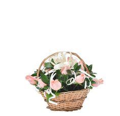 KIUTT - $85.000 [15 Rosas Rosadas - Rusco - Canasto con manija. Moño y Tarjeta] Fresco, Wicker Baskets, Home Decor, Pink Roses, Friendship, Floral Arrangements, Fresh, Decoration Home, Room Decor