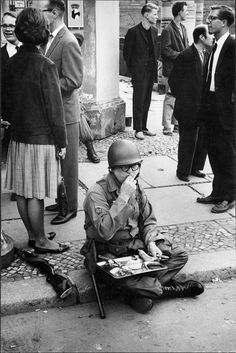 American soldier on duty near Checkpoint Charlie in West Berlin, 1961 - Photo by Leonard Freed Checkpoint Charlie, West Berlin, Berlin Wall, Magnum Photos, Leonard Freed, Free Photography, The New School, Picture Credit, American Soldiers