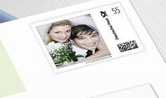 Eine tolle Möglichkeit für ein ganz besonderes Detail in Ihrer Hochzeitsplanung sind Ihre eigenen personalisierten Briefmarken. Heutzutage werden zwar immer mehr Einladungen elektronisch verschickt - umso mehr freut man sich aber, eine Einladung aus Papier in den Händen zu halten.