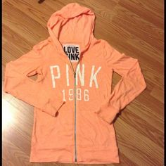 ☝HOUR SALE💣🍊VS SWEATER😍 In good condition has a tiny hole near the back but barely visible. PINK Victoria's Secret Sweaters