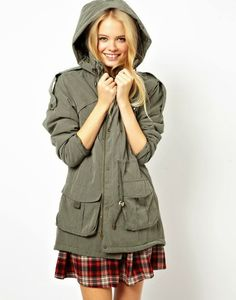#parka #coat #cool #fashion #outftit #nastygal #asos #girl #military #fauxfur #ecofashion #trend #labels #fashionblog  #fashionblogger idee parka verde militare con cappuccio in ecopelliccia 2014 - fake fur cap parka ideas, military camo parka asos nastygal , fashion blogger...