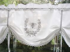 Gardine SHABBY Chic *FRENCH BEE*  von The White Suite auf DaWanda.com
