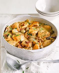 Creamy tarragon chicken casserole How to make life easier with one simple recipe? Whip up a huge creamy chicken casserole, then freeze half - or the whole pot - to enjoy another day. Poppy Seed Chicken Casserole, Creamy Chicken Casserole, Creamy Chicken And Rice, Tarragon Chicken, Low Carb Meal, Casserole Recipes, Hamburger Casserole, Casserole Dishes, Chicken Recipes