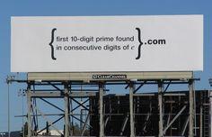 Google annonserade på stortavlor i Silicon Valley med texten {first 10-digit prime found in consecutive digits e}.com och utan att ange att de låg bakom. Lösningen på talet är en webbplats där nästa uppgift väntar, fortfarande utan att man vet vem som ligger bakom. Idén är förstås att det bara är de smartaste som löser det - och de vill gärna jobba med andra på samma nivå, det vill säga hos Google.