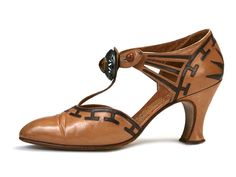 Shoe-Icons / Shoes / Deco tan and brown kid T-Strap shoes with bronze jewel ornament.