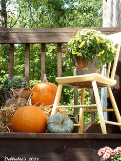 This one is simple and doable for my small patio.....90 Fall Porch Decorating Ideas | Shelterness.com