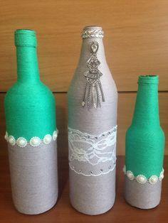 Trio garrafas decorada feita com barbante Rudge rurrrrttrgghf de Uruguaiana rurrrrttrgghf Gugu fhidhdhry Wine Bottle Art, Diy Bottle, Wine Bottle Crafts, Mason Jar Diy, Mason Jar Crafts, Garrafa Diy, Fun Crafts, Diy And Crafts, Bottle Painting
