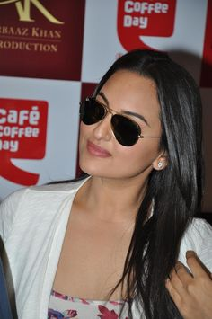 Sonakshi Sinha Promoting Dabangg-2 at Cafe Coffee.