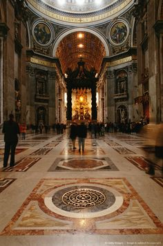 ST PETERS BASILICA, VATICAN, ROME, ITALY