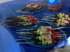Brochetas de frutas. Healthy birthday party