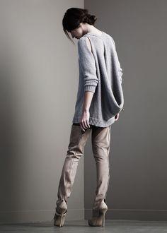 InSanely Amazing Sweater and Hot Boots Fashion Now, Fashion Details, Fashion Outfits, Fashion Design, Pinterest Fashion, White Fashion, Sweater Weather, Blouse, Crochet