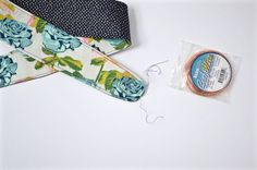 DIY headband with wire - Dear Handmade Life Fabric Headbands, Cute Headbands, Wire Headband, Small Sewing Projects, Headband Pattern, Slumber Parties, Sewing For Beginners, Fabric Covered, Hair Ties