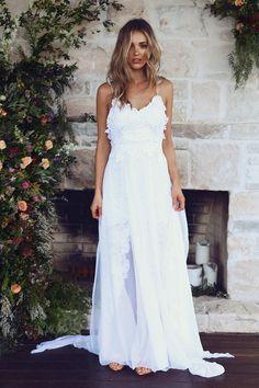 O vestido de noiva que faz mais sucesso no Pinterest tem estilo boho, poucos detalhes e é assinado por uma marca australiana. O modelo, chamado Hollie, foi criado pela estilista Megan Zeims para a loja Grace Loves Lace, presente em algumas cidades da Austrália.