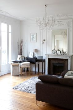 How To Decorate Like a Parisian – Hang a chandelier. It may be a bit of a cliché, but hanging a chandelier above the dining table or in the living room is the simplest way to introduce a bit of Parisian style into your home — think the Palace of … Parisian Decor, Parisian Style, How To Be Parisian, Parisian Bathroom, Chic Apartment Decor, Apartment Therapy, Apartment Interior, Apartment Living, Home And Deco