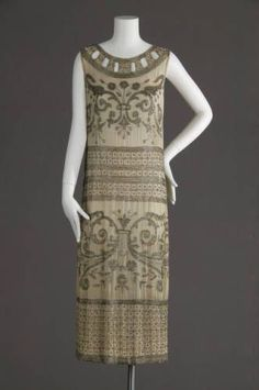 Wedding dress, 1924. Silk crepe, glass beads. Maker unknown. Gift of Isabelle Cohen. 1981.85.1a:
