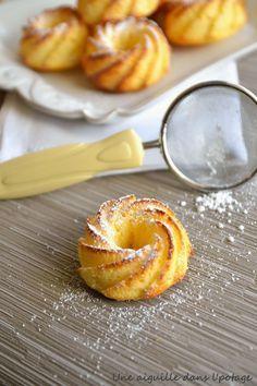 Gâteau moelleux au citron. (http://uneaiguilledanslpotage.blogspot.fr/2015/03/petits-moelleux-au-citron.html?utm_source=feedburner&utm_medium=email&utm_campaign=Feed:+UneAiguilleDansLPotage+(une+aiguille+dans+l'+potage))