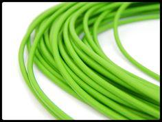 CXMVL -02 Caucho tipo tubo, ideal para pulseras, collares y semanarios, medida 2mm, color verde, precio x metro $10 pesos, precio medio mayoreo $9 pesos, precio mayoreo $8 pesos, precio VIP $7 pesos
