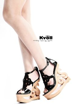Noble & Fashionable Diamond Wedge-heeled Kvoll Brand Sandals----Black