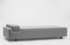 Minimalist sofa design by Devorm Dark Furniture, Bench Furniture, Furniture Upholstery, Furniture Design, Minimalist Sofa, My Living Room, Sofa Design, Soft Furnishings, Interiores Design