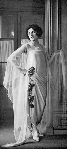 Les Modes - May, 1923 Eve. gown by Marion Belle
