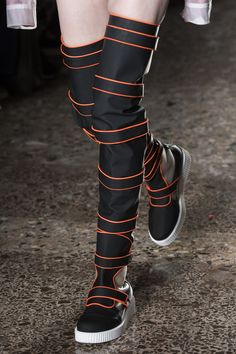 Cristiano Burani at Milan Fashion Week Fall 2018 - Details Runway Photos Source by napasorn_p fashion 2018 Mens Fashion 2018, Fashion Week 2018, Autumn Fashion 2018, Fall Fashion Trends, Star Fashion, Latest Fashion Trends, Milan Fashion, Women's Fashion, Cheap Shoes Online