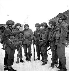 Belgium - Paratroopers of the Canadian Parachute Battalion preparing for a patrol. Canadian Soldiers, Canadian Army, Canadian History, British Army, Paratrooper, Military History, Armed Forces, World War Two, Belgium