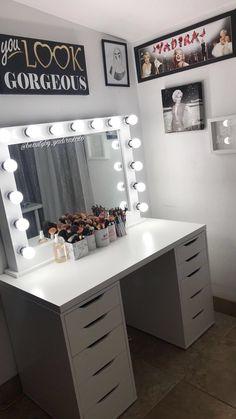 Dresser Ideas, Vanity Ideas, Bedroom Decor For Teen Girls, Bedroom Dressers, Walk In Closet, Bedroom Inspo, Bed Room, Bathrooms, Glow