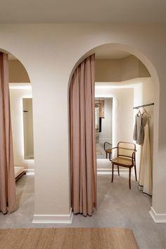 Aloja toronto dressing rooms - Home Design Boutique Design, Boutique Decor, Clothing Boutique Interior, Boutique Ideas, Retail Interior Design, Retail Store Design, Room Interior, Rooms Decoration, Dressing Room Decor