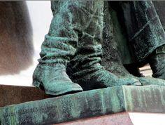 Eilisen Helsinki valokuvissani: Aleksanteri II:n patsas Senaatintorilla, traktorimarssin aikan 11.03.2016. Helsingin patsaita: Helsinki, 1980s, Combat Boots, Photography, Photograph, Fotografie, Photoshoot, Fotografia