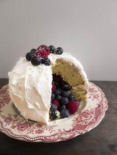 berry filled piñta cake