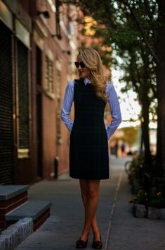 As the new season comes in town, we have to think of new office wear looks. In today's post, I want to share with you awesome and edgy ladies work outfits to wear from Mondays to Fridays. Here are 30 Most Comfortable Office Outfits For Carrier Women Mode Chic, Mode Style, Classy Cubicle, Fall Outfits For Work, Preppy Work Outfit, Women's Preppy Style, Summer Outfits, Fall Work Wear, Autumn Outfits Women