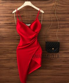 Cool red dress and black bag Fancy dresses - Fancy prom dresses - Evening party dresses Pretty Dresses, Beautiful Dresses, Pretty Outfits, Night Outfits, Fashion Outfits, Dress Fashion, Disco Outfits, New Years Eve Outfits, Vetement Fashion