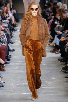 Max Mara Fall/Winter 2017-2018 READY-TO-WEAR Fashion Show