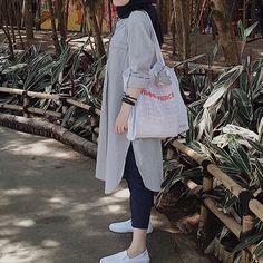 Modest Fashion Hijab, Pakistani Fashion Casual, Iranian Women Fashion, Modern Hijab Fashion, Street Hijab Fashion, Casual Hijab Outfit, Hijab Fashion Inspiration, Hijab Style Dress, Ootd Hijab