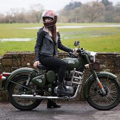 royal enfield new model Enfield Motorcycle, Enfield Bike, Motorcycle Style, Motorbike Girl, Motorcycle Accessories, Car Accessories, Royal Enfield Bullet, Royal Enfield Classic 350cc, Bicycles