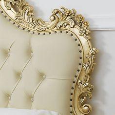 Un #ideaarredo dal profumo classico, dove predomina il caldo colore dell'oro. Mobili in stile #Barocco illuminano la tua #casa e le donano un'atmosfera di #lusso e #prestigio.⠀ #simoneguarracino ❤ #styletips #luxury #sconti #fashion  #furniture #furnituredesign #glamour #designer #design #interior #interiordesign #home #homeliving #gold #bed #bedroom