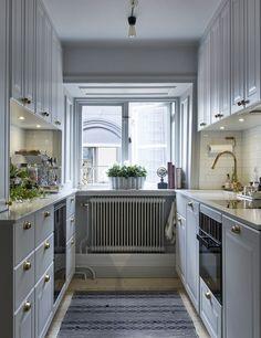 decordemon: Heavenly roof terrace overlooking Stockholm's Old Town Rustic Kitchen, Kitchen Dining, Kitchen Decor, Kitchen Cabinets, Grey Kitchens, Home Kitchens, Scandinavian Kitchen, Beautiful Kitchens, Interior Design Kitchen
